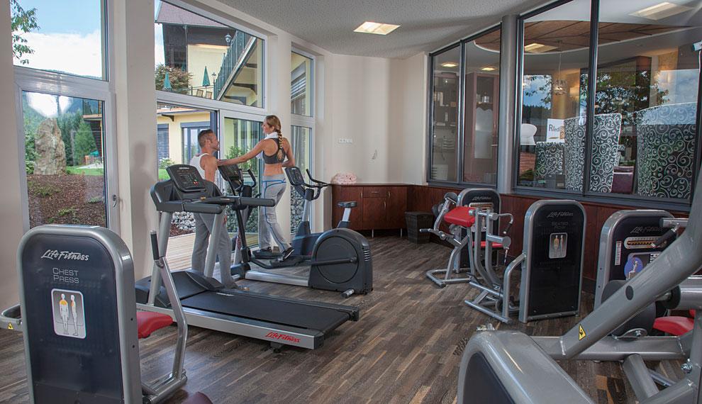 Fitnessraum modern  Fitness room in the Wellnesshotel Riedlberg at Arber Wellness and ...